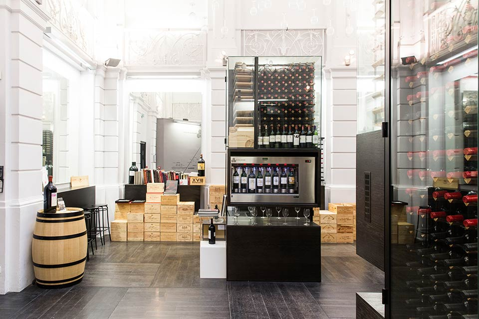 Fly to Bordeaux, visit wine shop Max Bordeaux.